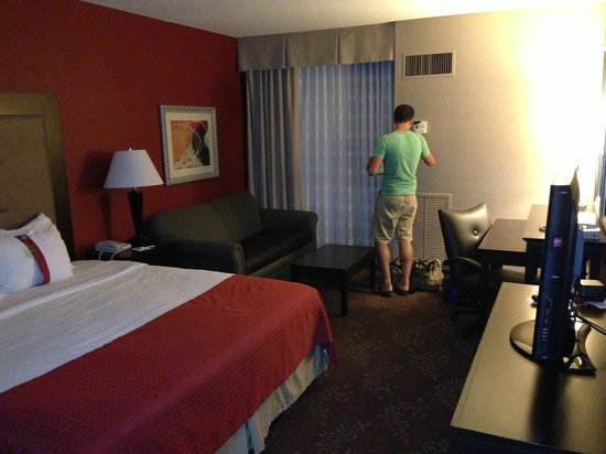 Holiday Inn Cincinnati Airport: Spacious & Updated Rooms
