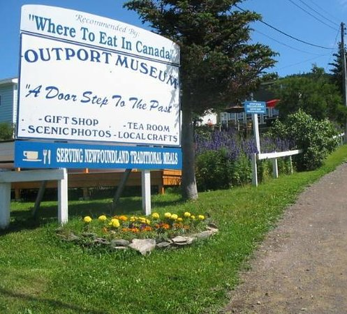 Outport Museum and Tea Room : Signage leading to the Museum & Tea Room