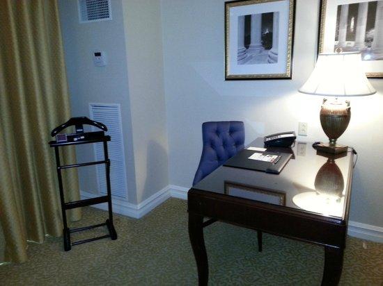 The Ritz-Carlton, Pentagon City: Desk