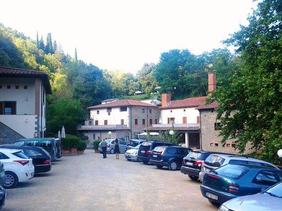 Residence La Ferriera: Car park