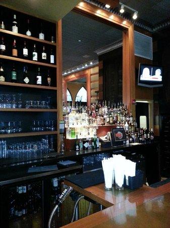 Lebanese Taverna: Bar