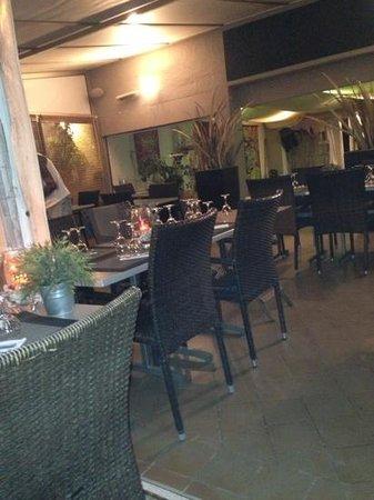 La Paillote - Chez Flo : von außen nach innen - herrlich, direkt am Meer!