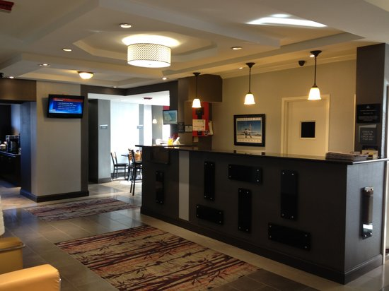 BEST WESTERN The Inn At Rochester Airport : Hotel Lobby