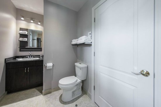 Auberge St. Jacques: Bathroom