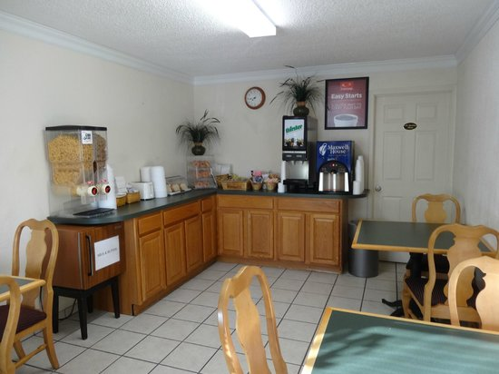Econo Lodge Parkway / Historic Area : Breakfast room