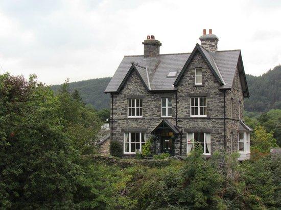 Bryn Afon Guest House: Bryn Afon - from the Pont y Pair Bridge