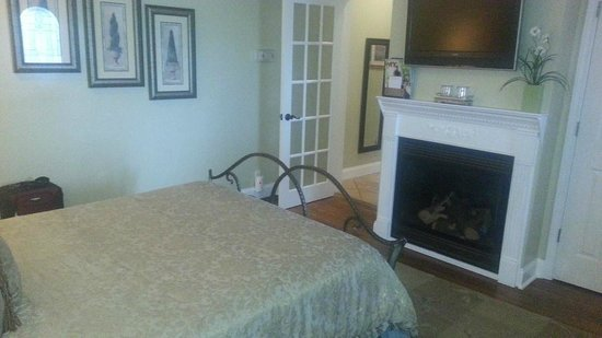 Biltmore Village Inn : Honeymoon Cottage Bedroom