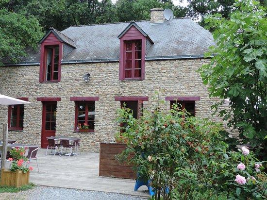 Restaurant Ile Aux Pies Saint Vincent Sur Oust