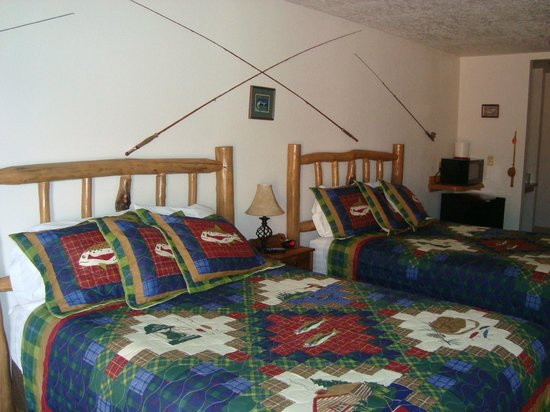 Grizzly Den Motel: Fishing themed room