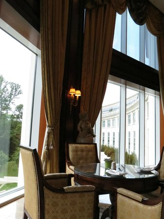 Powerscourt Hotel, Autograph Collection: Dining at Sugar loaf Lounge
