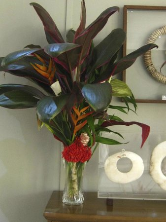 In Wewak Boutique hotel: Fresh Flowers and Artifacts Throughout the Hotel