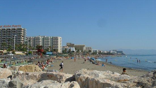 Playa La Carihuela: Carihuela Beach from the Benal Madena end.