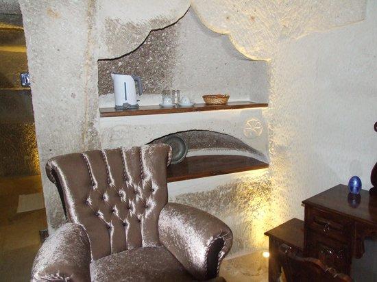 Ottoman Cave Suites: sitting area