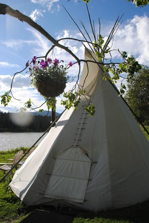 Old Entrance B 'n B Cabins & Teepees: another teepee...they are all in stunning settings