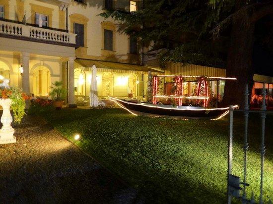 Grand Hotel Victoria : The hotel garden by night