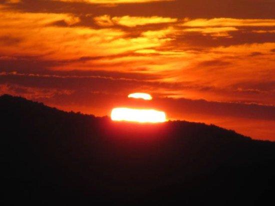 Amicalola Falls Lodge: Sunset View from Veranda
