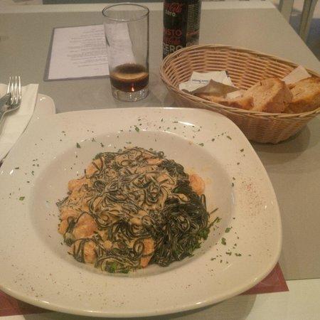 PARAPETT: Signature dish - black tagiatelli with prawns