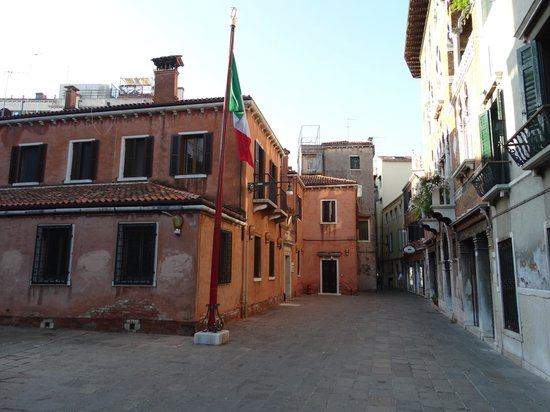 Villa Igea: Alley which hotel is on