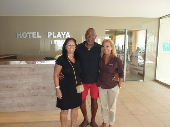 Hotel Playa: Marie and I with Ines at the reception