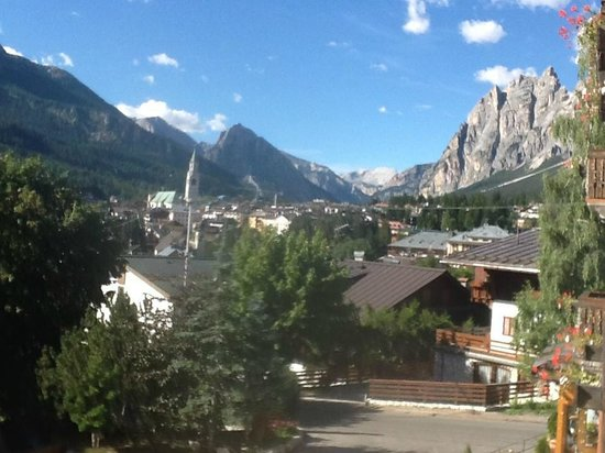 Hotel Serena : The view of Cortina and the mountains from our room