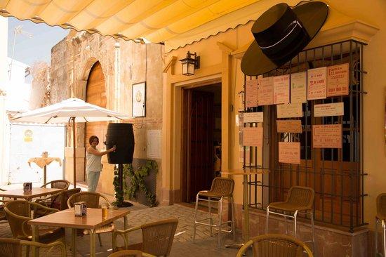 Meson Puerta del Convento: Celebrating the local Vino
