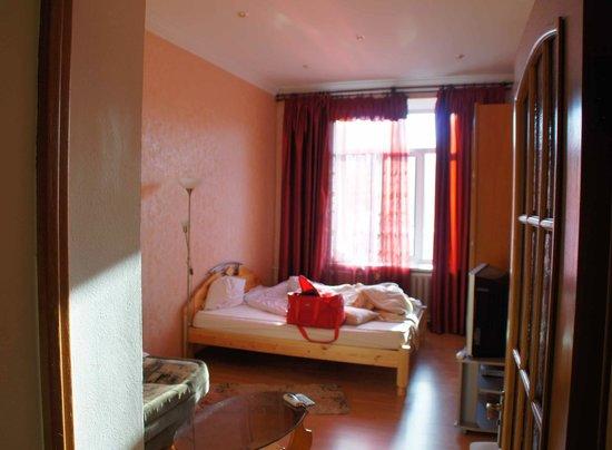 Kreshchatyk Guesthouse: Так на самом деле выглядит спальня+гостиная