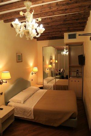 法瓦羅酒店