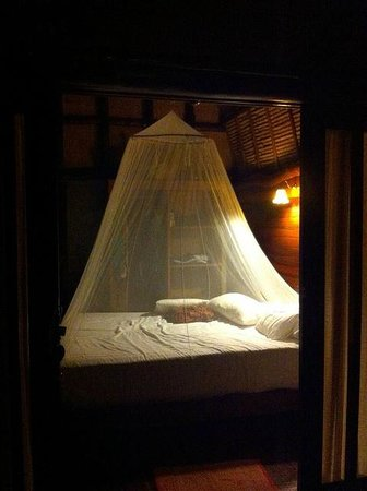 Baan Talay Koh Tao: Inside the bungalow at night