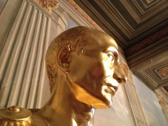 Schloss Friedenstein: Das Münzkabinett zeigt vergoldete Büsten vieler römischer Kaiser