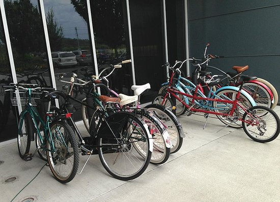 Aloft Portland Airport at Cascade Station : Bikes available to borrow