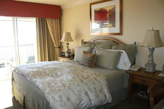 Tickle Pink Inn: Comfy bed