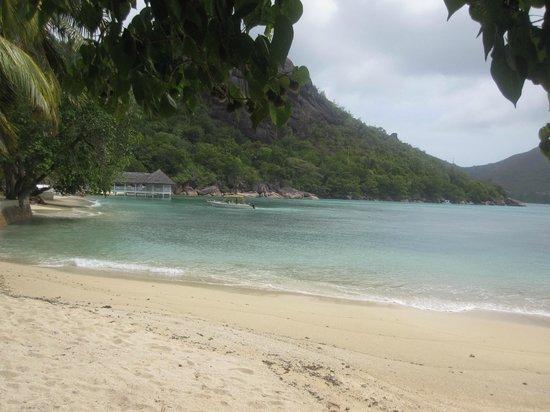 Le Domaine de La Reserve: playa del hotel