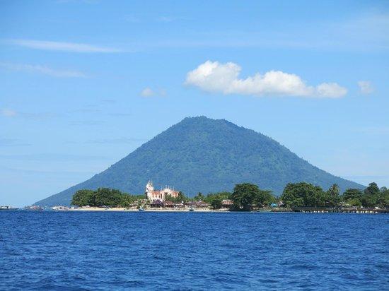 Bunaken Cha Cha Nature Resort: Bunaken Island