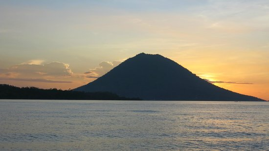 Bunaken Cha Cha Nature Resort: Sunset from the boat