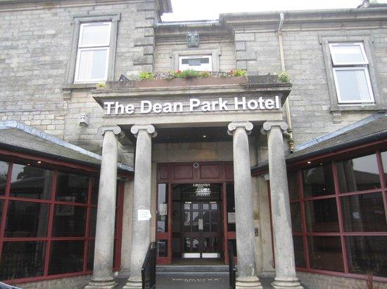 The Dean Park Hotel: Hotel entrance