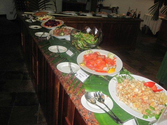 Le Domaine de La Reserve: buffet criollo