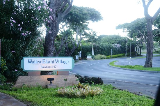 Wailea Ekahi Village: Near Exit to road.