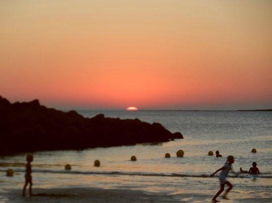 Hotel Monte Puertatierra: Beach 2 mins walk from hotel