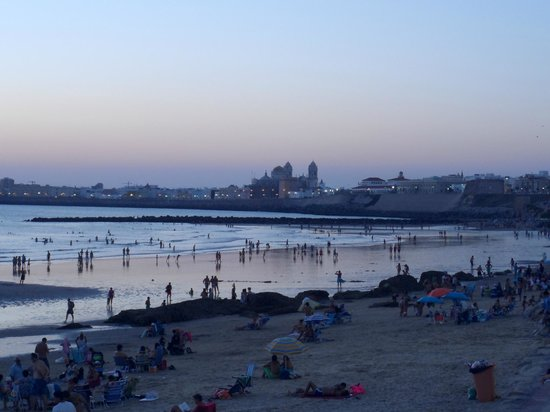 Hotel Monte Puertatierra: City at dusk