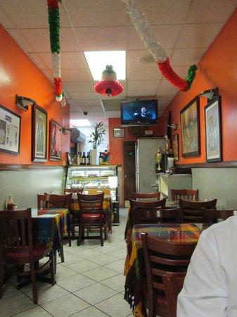 Tulcingo Del Valle: Restaurant view 1