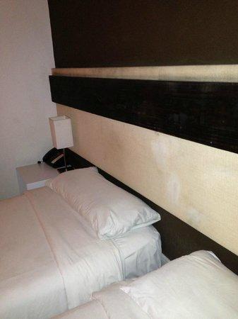 Monarca Hoteles: Cabeceira mofada