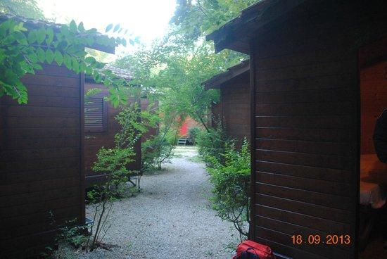 Cabanes bild fr n seven hills camping village rom tripadvisor - Seven hills village roma piscina ...