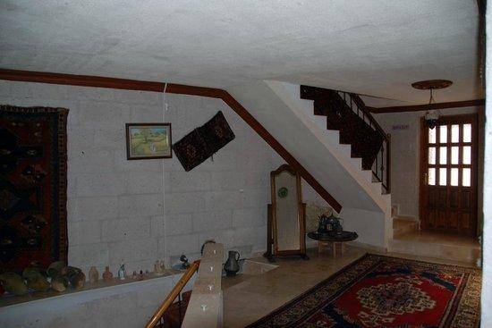 Arch Palace Hotel : Upstairs Hallway 002