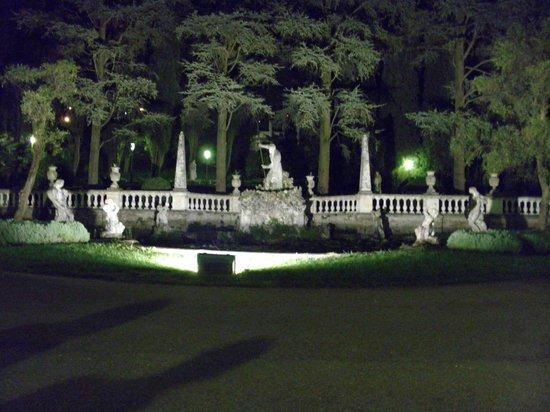 Palace Hotel Villa Cortine: la fontana all'ingresso