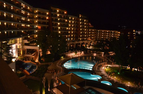 Flamingo Grand: night view from the room terrace