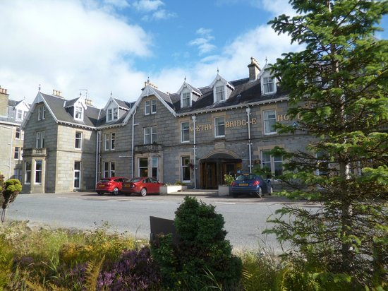 Nethybridge Hotel: Front of Hotel