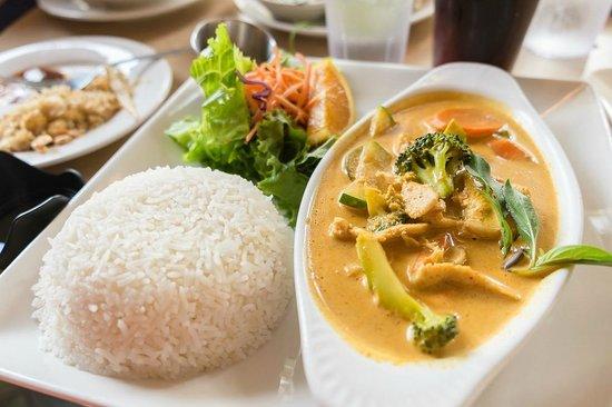 Thai Sapa: I think this was Thai Chicken Basil.  Whatever, it was really good.