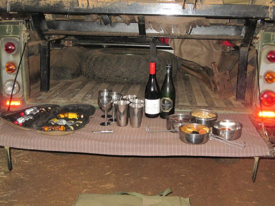 Thanda Safari Lodge: Evening game drive...light refreshments