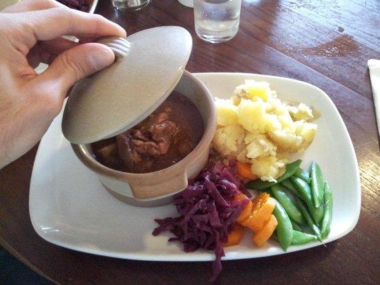 The Loch Ness Inn: Piatto del giorno: spezzatino di agnello con verdure e purè