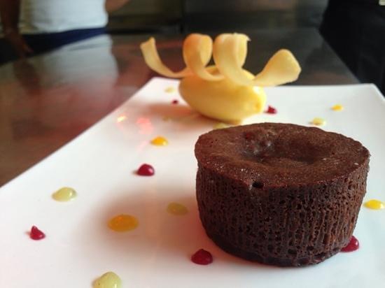 Fondant au chocolat photo de la table gen ve tripadvisor - Fondant au chocolat la table a dessert ...